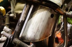 ロイヤルエンフィールド チョッパー製作5 ワンオフ電装ボックスとミッドステップ
