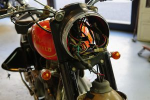 ロイヤルエンフィールドの電装修理 レギュレーター&バッテリー
