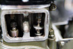ロイヤルエンフィールド アイアンモデルのチューニングエンジン組み立て