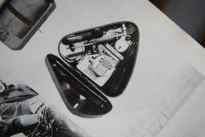 ロイヤルエンフィールド ツールボックスを薄く幅詰め加工