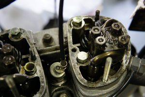古いバイクの整備は一進一退