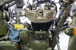 ロイヤルエンフィールド 中古車整備とエンジン組み立て