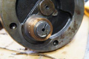 ロイヤルエンフィールドのクランクピン折れ修理と、メグロK1のコンデンサー交換