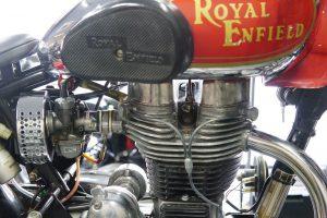 ロイヤルエンフィールドにケイヒンキャブレター、エアクリーナーはアマル製