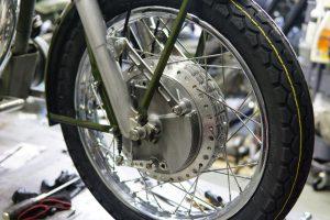 ロイヤルエンフィールドBULLETへカンリン製レーシングドラム取付け完成 と、CB750Kのシート