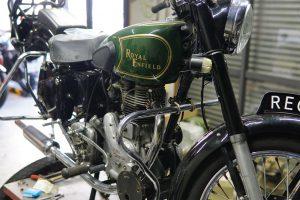 イギリス製ロイヤルエンフィールドの修理とタイヤ交換